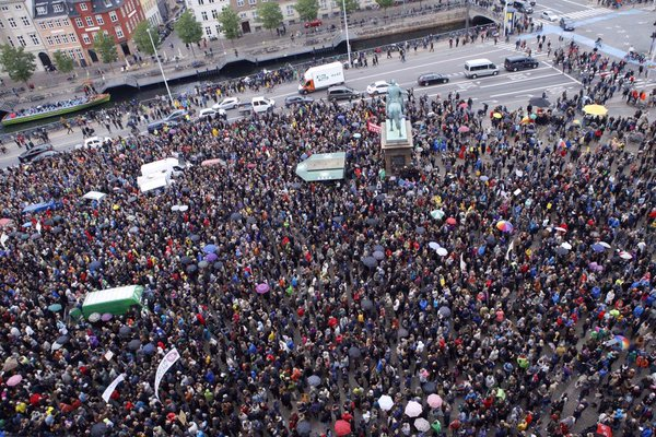 Images: 40.-50.000 people on the streets in Copenhagen in Solidarity with Refugees in September.png